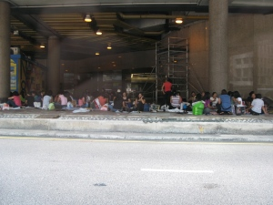 The Sunday congregation of Filipina's picnics - but on the side of the road???