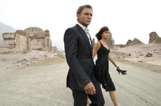 The 'kennot-die' man and his lovely kick a$$ companion. Daniel Craig and Ogla Kurylenko