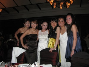 The lovely Bride (middle in white) Winnie, with her girls. (from left, Cat, Jen, Win, Julia, Pei Li, Me)