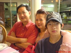 Vernie with Mum and Dad on 18th February 2009 - CNY in Penang.