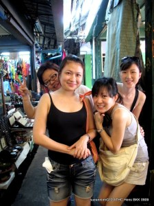 Us eager beavers at teh Chatuchak Market. Let me call myself the 'eagerest' beaver - my maiden voyage to Bangkok had my eyeballs poppin out of my head.