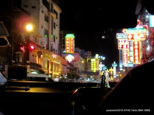 Headed to Chinatown for dinner. They're Chinatown looks real Chinatown-ish, innit? Thought I had stepped into Hong Kong!
